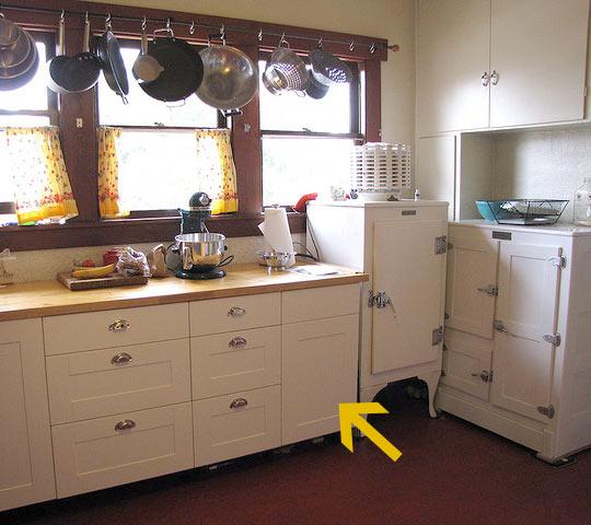 Kitchen Set Jadi: TAK ADA RUANG UNTUK SETRIKA ? DAPUR BISA JADI SOLUSINYA